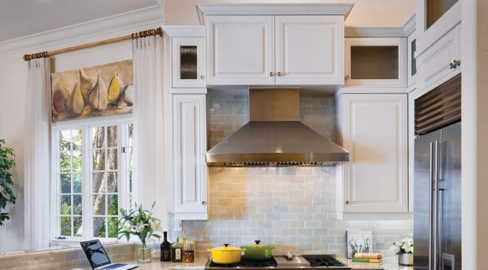 Brighten up the kitchen using yellow accents, Dianne Davant & Associates, Photo by Dan Forer